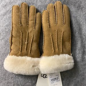 NWT UGG shearling gloves size M